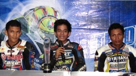 Pembalap podium YCR 1 saat press conference