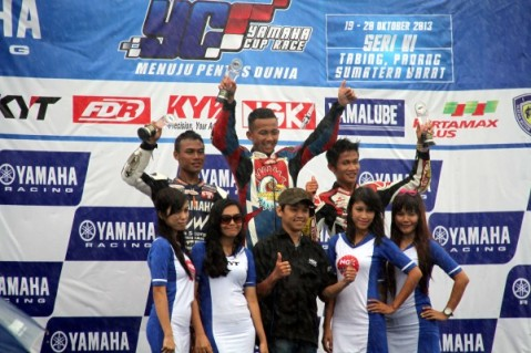 Podium YCR 4 seri keenam Yamaha Cup Race di Padang