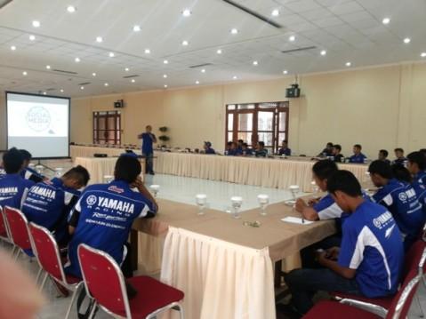 Edukasi cara menghadapi media dalam gathering Yamaha Racing Team Indonesia(3)