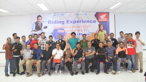 Blogger bersama jajaran Manajemen PT. AHM di Warehouse WMS Tangerang