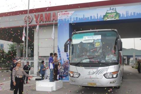 Direktur Sales Yamaha Indonesia Sutarya melepas para pemudik di Yamaha Mudik GT (2)