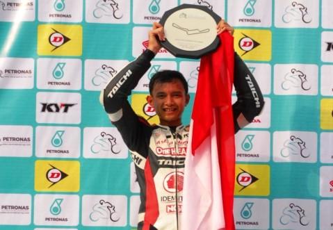 Pebalap Binaan AHM, Dimas Ekky Pratama meraih podium 2 di kejuaraan International ARRC 2014 kelas supersports 600 cc di Sentul. Tahun ini, Dimas Ekky Pratama meningkatkan kompetensi balapnya pada ajang CEV Spanish Championship kelas Moto2 European Championship yang berlangsung di benua Eropa