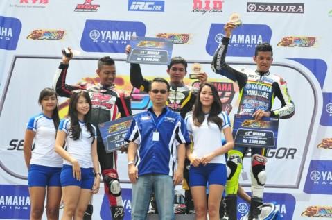 Podium Kelas YZF-R15 Professional Seri 1 Sunday Race with R Cup