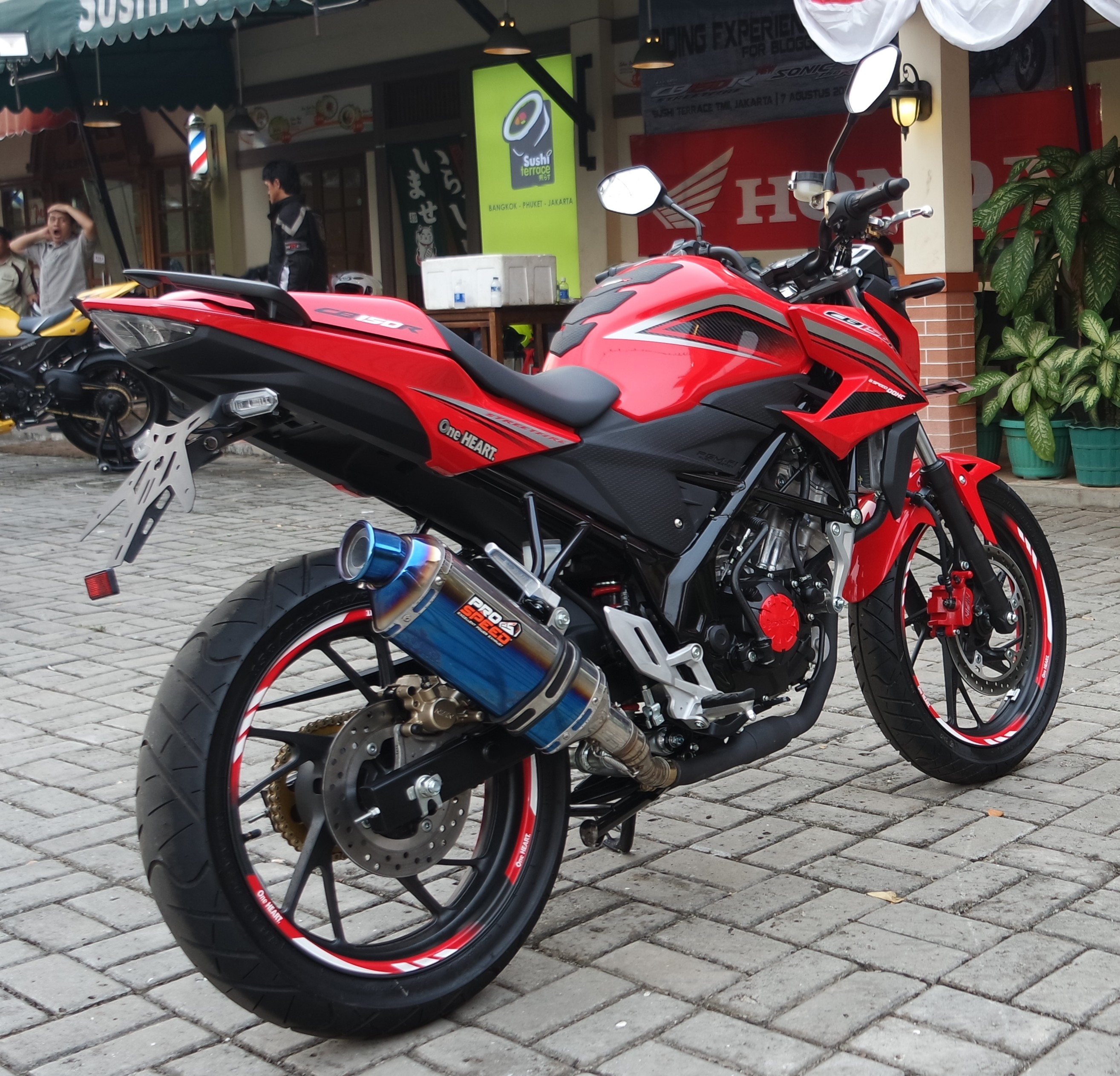 Jual Honda Cb 150 All New Welcome To 150r Streetfire Macho Black Kudus Test Ride Cb150r Nyamannya Bisa Bikin