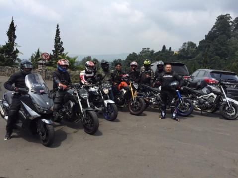 Yamaha Revs CBU Indonesia Geber Big Bike Turing Indonesia Bike Week