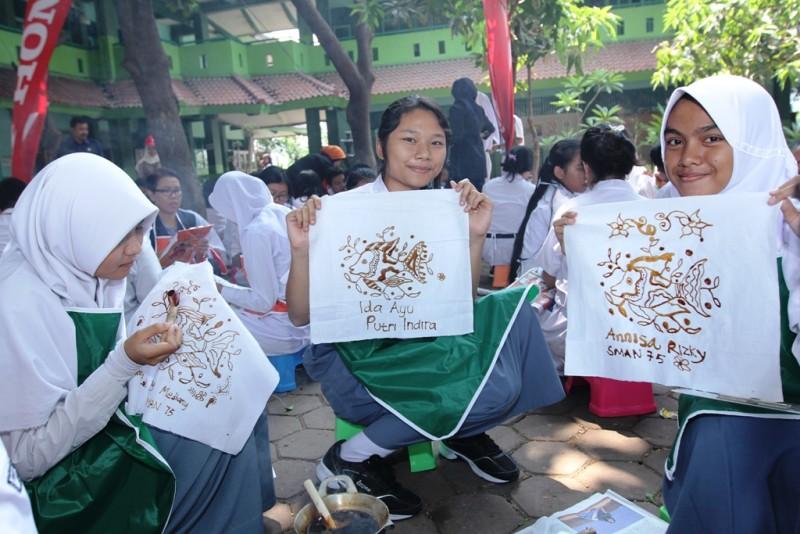 ... , dan pembuatan batik dalam rangka peringatan Pekan Batik Nasional