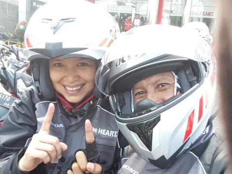 Ibu Fenny Hasibuan GM HC3 PT. DAM ikut riding test bersama Blogger
