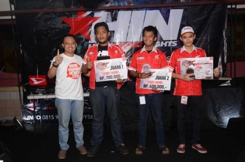 Penyerahan Piala dan Hadiah Bagi Pemenang Honda Modification Contest