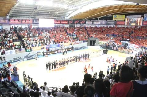 Final Honda DBL secara resmi dibuka di Surabaya, Jawa Timur (2/9). Rangkaian kompetisi basket antar pelajar yang telah digelar di 25 kota dari 22 provinsi ini berupaya mewujudkan mimpi pebasket muda berbakat untuk berkiprah menjadi pebasket profesional masa depan.