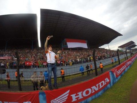 Pebalap MotoGP Marc Marquez menyapa penggemar dan konsumen Honda dalam Meet & Greet di sirkuit Sentul, Jawa Barat Februari lalu. AHM kembali mengundang duo riders MotoGP Marc Marquez dan Dani Pedrosa ke Indonesia untuk menyapa penggemar dan konsumen Honda dalam  Meet & Greet di sirkuit Sentul, Jawa Barat pada 25 Oktober 2016